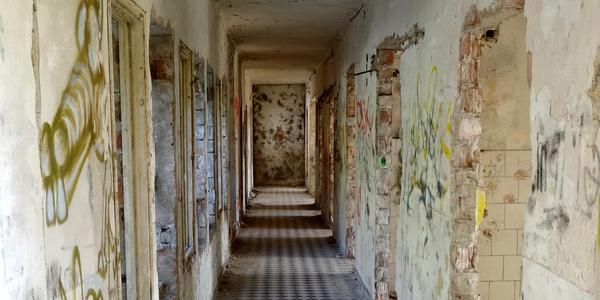 Urbex: Chodba bez dverí