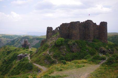Horská pevnosť Amberd s kostolom