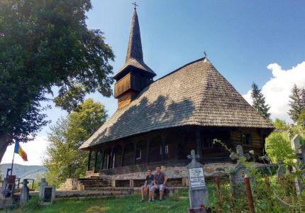 Drevený kostolík v dedinke Bucsa
