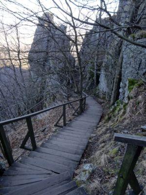 Ku koncu vás čaká výstup po drevených schodoch. Ak sú pokryté ľadom, je to zábava.