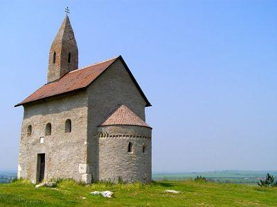 Románsky kostolík Michal na Zobore