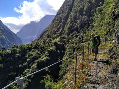 Turistické chodníky sú v strmých úsekoch zabezpečené