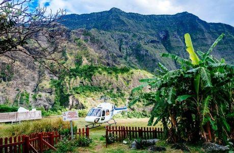 Do izolovaných dediniek sa dá dostať len pešo alebo helikoptérou