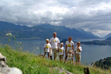 Celá rodina nad Lago Di Como